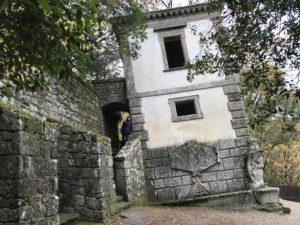 ボマルツォの傾いた家