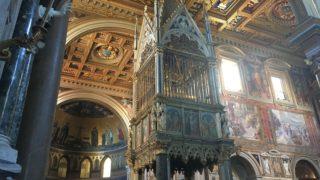 煌びやかな教会内部の写真