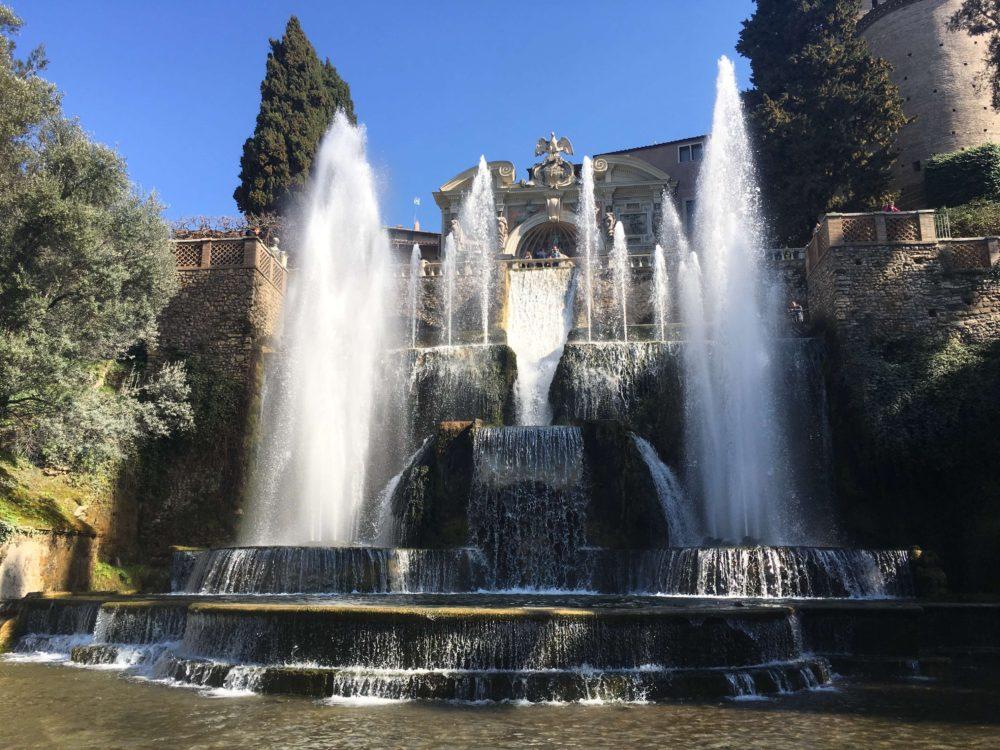 エステ家別邸の巨大なネプチューンの噴水