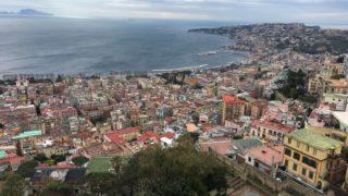 ナポリの湾岸沿い風景