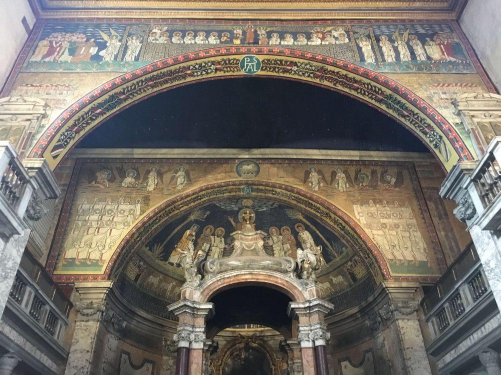 プラッセーデ教会の後陣のモザイク画