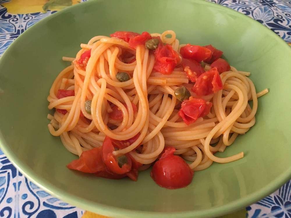 ケッパーとトマトのパスタ