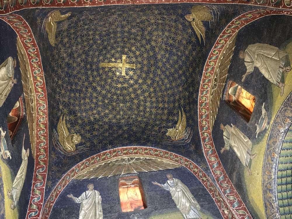 サン・ビターレ聖堂の天井