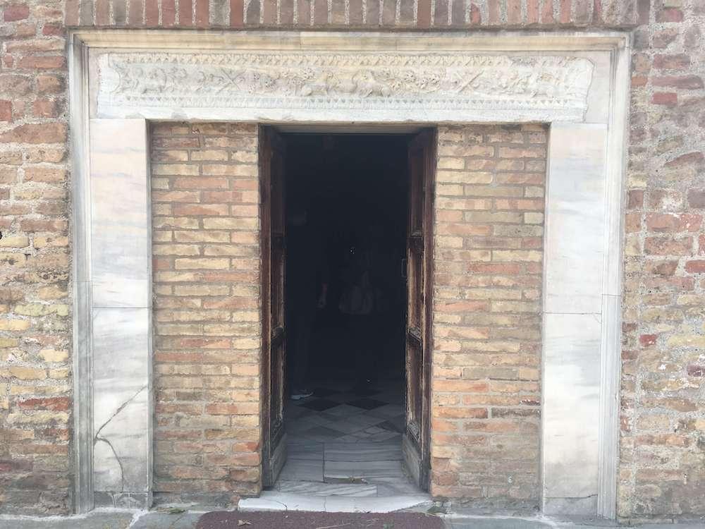 ガッラ・プラチディアの霊廟の入口