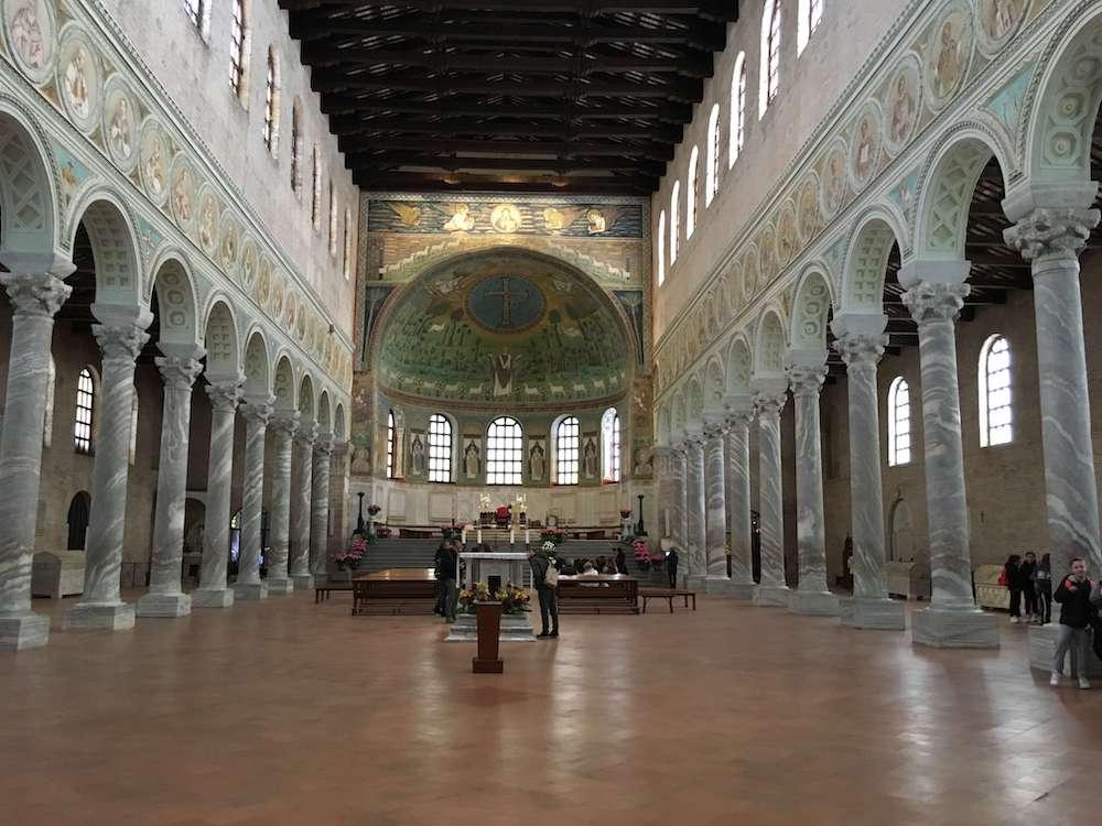 サンタッポリナーレ・イン・クラッセ聖堂内部