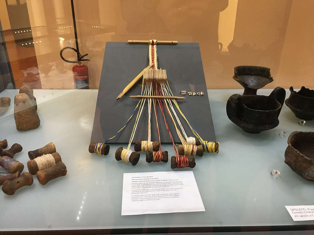 スポレートで発掘された織物機