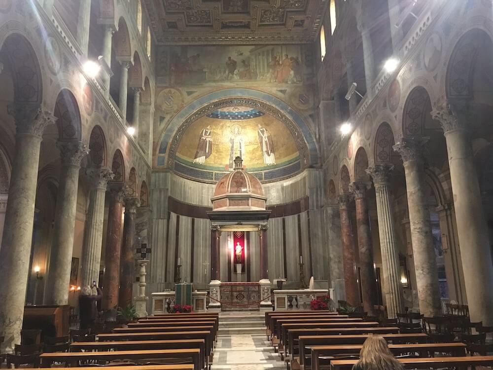 サンタアニェーゼ教会の内部