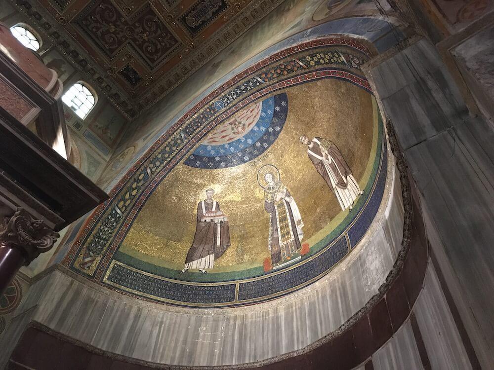 サンタアニェーゼ聖堂のモザイクのアップ
